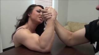 Female Bodybuilder MIXED Arm Wrestling(big biceps) bras de fer*pulso*АРМ-рестлинг