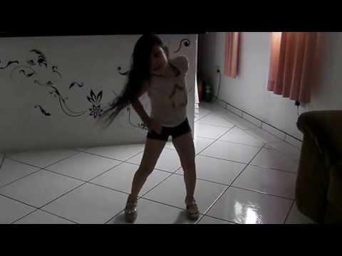 Ana Clara dançando Anitta
