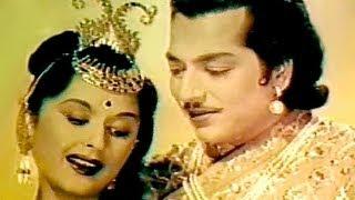 Kaha Le Chale Ho - Lata Mangeshkar, Bina Rai, Pradeep Kumar, Durgesh Nandini Song