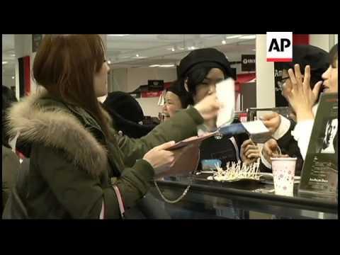Shop uses female robot to advertise Valentine's chocolates
