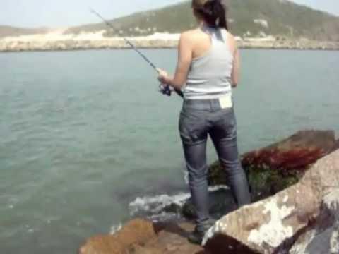 Pescaria pegando sardinha com sabiki Molhes Laguna SC