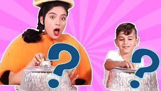 فوزي موزي وتوتي - فقرة المندلينا - تحدي الأكل الحقيقي والغير حقيقي - Real vs. fake food