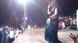 Hot song arkestra baithungi piya bulero me,,,,