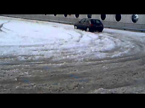 Drift sulla neve con ford fiesta 1.3