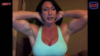 How To Do a Pec Bounce From a Female Bodybuilder