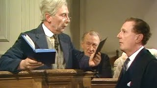 Dad's Army - A Brush with the Law - NL Ondertiteld - ... on the night of the 45th...