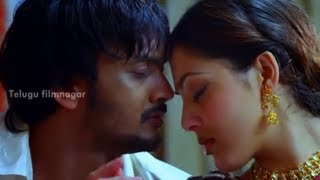 Sairam Shankar and Parvati Melton getting intimate - Yamaho Yama Movie Scenes - MS Narayana