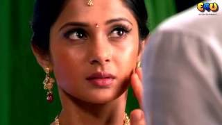 Indian TV Serial Actress Jennifer Winget Hot Romantic Scene