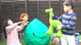 アーロと少年 おもちゃ たまご 恐竜 ディズニー The Good Dinosaur GIANT EGG Toy