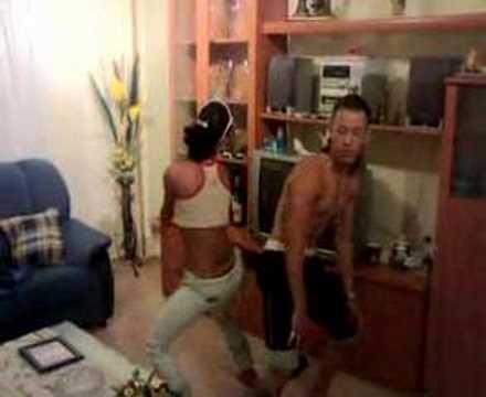 la cubanita bailando reggaeton con el cubanito