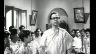Is Desh Ko Rakhna Mere Bacho Sambhal Ke - Jagriti (1954)