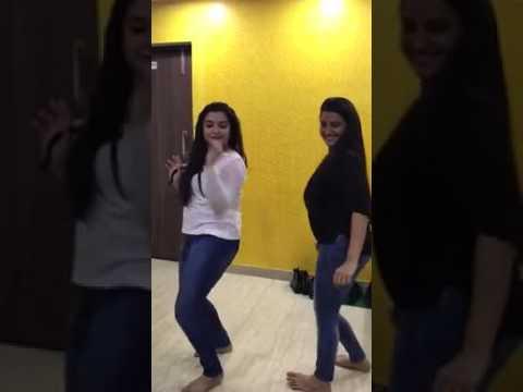Hot akshara and beautiful Amrapali Dubey enjoying holi song
