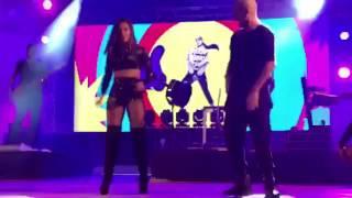 Anitta dançando