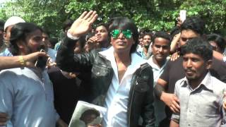 Shahrukh Khan's Duplicate Shooting For FAN Movie Outside Mannat On 50th BIRTHDAY