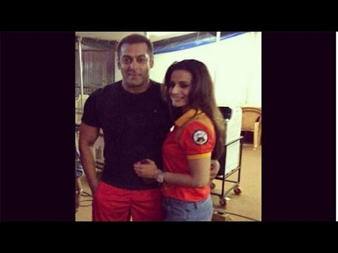 Xxx Mp4 Sultan Ameesha Patel Visited Salman Khan On The Sets Of Sultan 3gp Sex