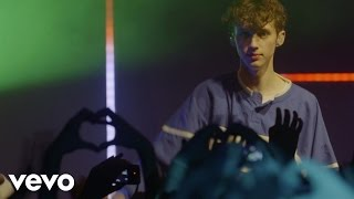 Troye Sivan - YOUTH (Live) (Vevo LIFT)
