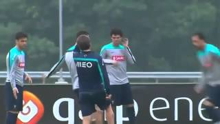 Cristiano Ronaldo  Il danse la samba à l'entraînement