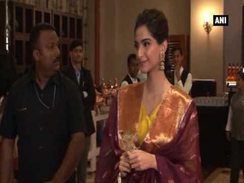 Watch! Elegant Sonam Kapoor in her traditional best at Maharashtra's Most Stylish awards