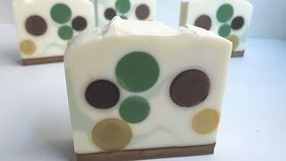 Polka Dot Soapmaking & Cutting {aka peppermint mocha soap}