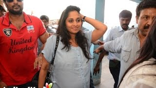 Shalini at 'Yennai Arindhaal' screening |  Fans Celebration | Ajith, Anushka, Trisha, Arun Vijay