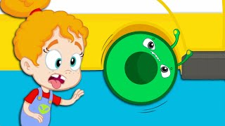 Groovy The Martian & Phoebe -  Wheels on the bus song is hypnotic!