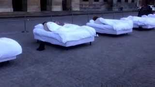 Performing Bed Art .............. :o