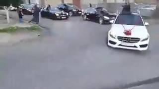 Cortége inoubliable des monstres voitures