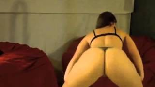 THE BEST ASS SHAKING EVER!!! White girl with a hot ass!!!