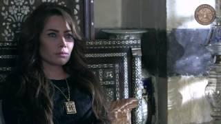ام رضا ترفع المسدس بوجه نعمت لتخبرها بمكان خاتون  -مقطع من مسلسل الخاتون- الجزء 2-الحلقة 26