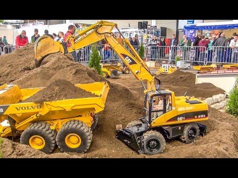 BIG RC excavator ACTION in 1 8 scale Caterpillar Atlas Liebherr