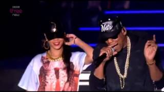 Rihanna ft. Jay z Run this town, Talk that talk and Umbrella live at  Hackney