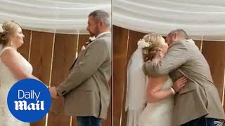 Mother of three with terminal cancer marries her partner - Daily Mail