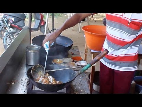 Dry Chicken Masala - Indian Street Food - Street Food in Mumbai
