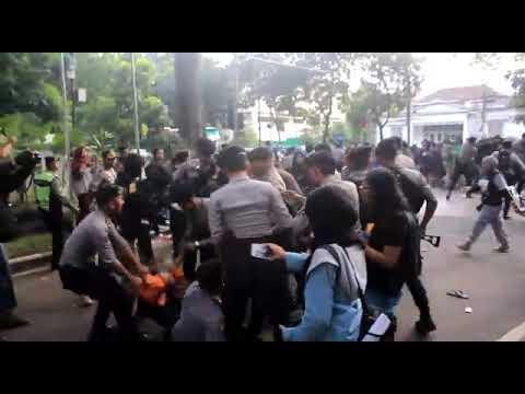 Xxx Mp4 Mahasiswa Ricuh Balaikota Bandung 13 April 2018 3gp Sex
