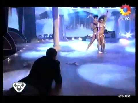 Desnudo total de Cinthia Fernández en el Streep Dance de Tinelli