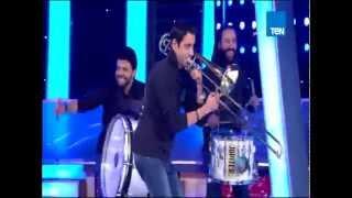 """برنامج 5 مواه - فرقة حسب الله تشعل المسرح بأغنية """" I Feel Good """""""