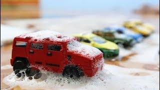 รถของเล่นลุยโคลน ล้างรถเปลื้นโคลน รถเครน รถซุปเปอร์คาร์ The Police cars in the mud & Car Wash