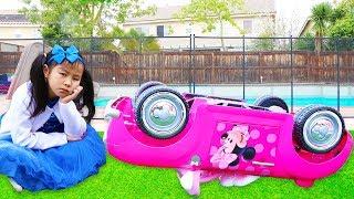 Emma & Jannie Pretend Play w Minnie Mouse Ride On Car Toy