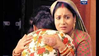 Gayatri leaves RajMahal; cries badly