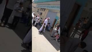 من قلب الحدث ولي أمر طالب يُوثق فيديو لأحد مُعلمي مدرسة المحمدية يُبين حرصه على أداء انصراف الطُّلاب