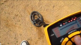 VLOG : FINDING TONS OF MONEY WHILE METAL DETECTING