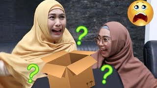 WHAT'S IN THE BOX w/ Oki Setiana Dewi