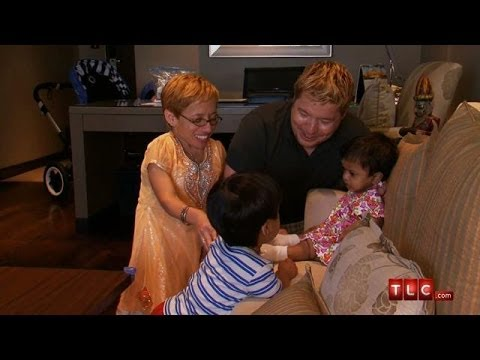 Little Will Meets His Sister Zoey | The Little Couple