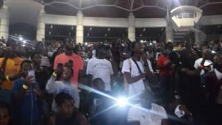 L'Entrée de NISKA sur la scène du palais de la culture à Abidjan, un truc de OUF!!!!!!!!!