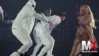 Lil' Kim Performs