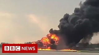 Burning plane makes emergency landing- BBC News