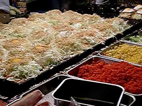屋台で食べるお� み焼きは格別です。Okonomiyaki is made from the festival of Japan.