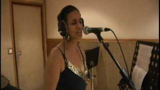 Beya in live session