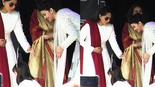 Aishwarya Rai Makes Aaradhya Bachchan TOUCH Simi Garewal's Feet