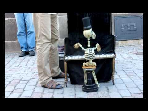 Mr Skeleton & The Skeleton Sisters